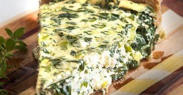 Torta de Espinafre - Alguma vez você comeu espinafre querendo ficar forte igual o Popeye? Pode falar a verdade, porque eu também, foi assim